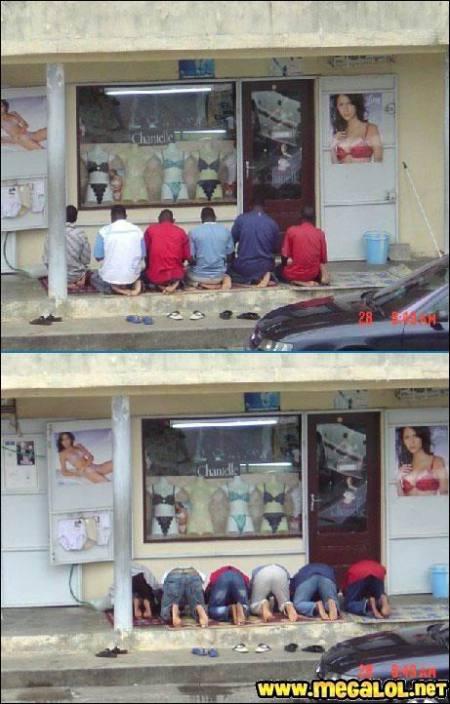 priere-devant-boutique-lingerie_bloblo1