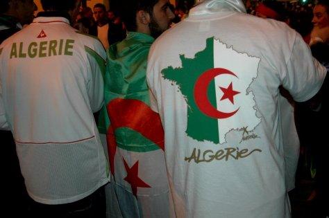 """Résultat de recherche d'images pour """"photos du drapeau algérien sur T.shirt"""""""