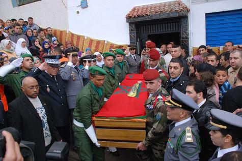 Enterrement Imad Ibn Ziaten au Maroc à M'diq (nord), avec le drapeau MAROCAIN sur le cercueil, et pas la moindre trace du moindre fanion bleu-blanc-rouge en vue