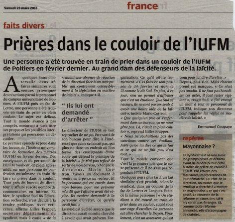 Prières dans le couloir de l'IUFM de Poitiers