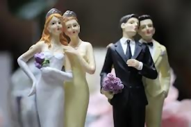 couples homosexuels debouts, figurines en plastique