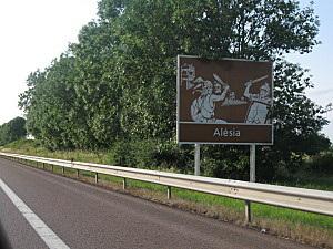 Panneau tourisitique autoroute : alésia (Et pourquoi n'y en a t-il pas un pour Poitiers ?!)